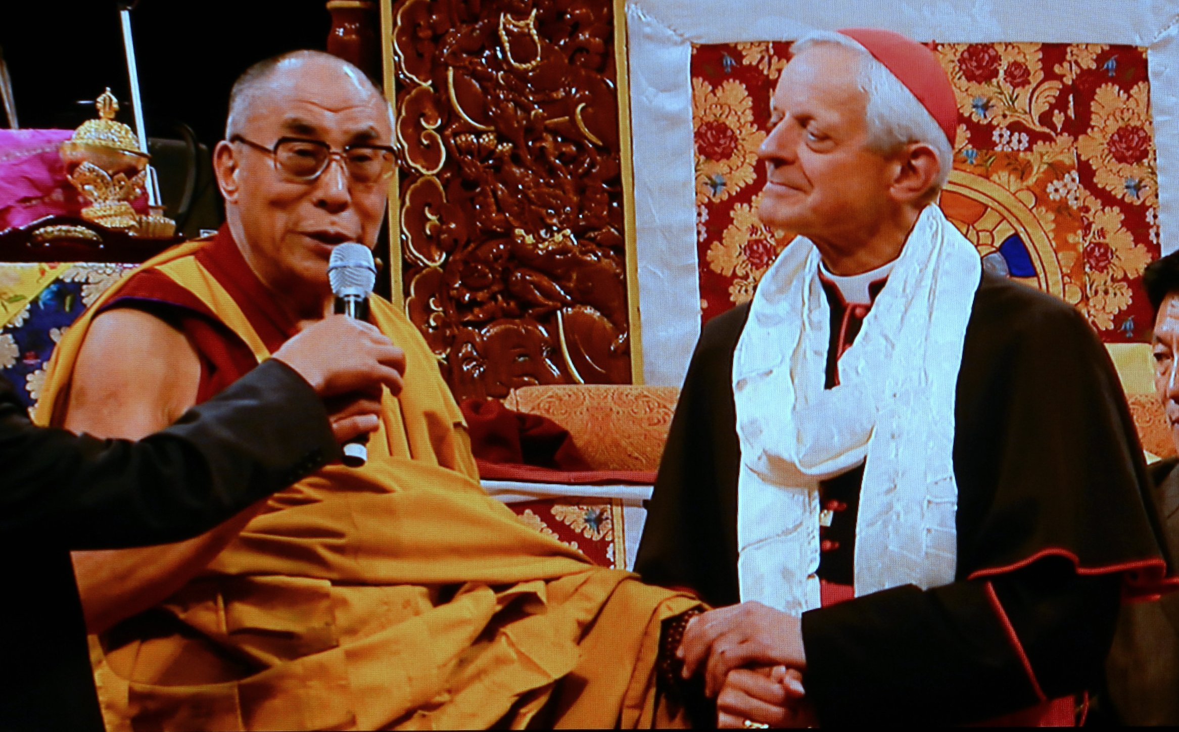 Cardinal HE Donald Wuerl welcomes His Holiness the 14th Dalai Lama 002