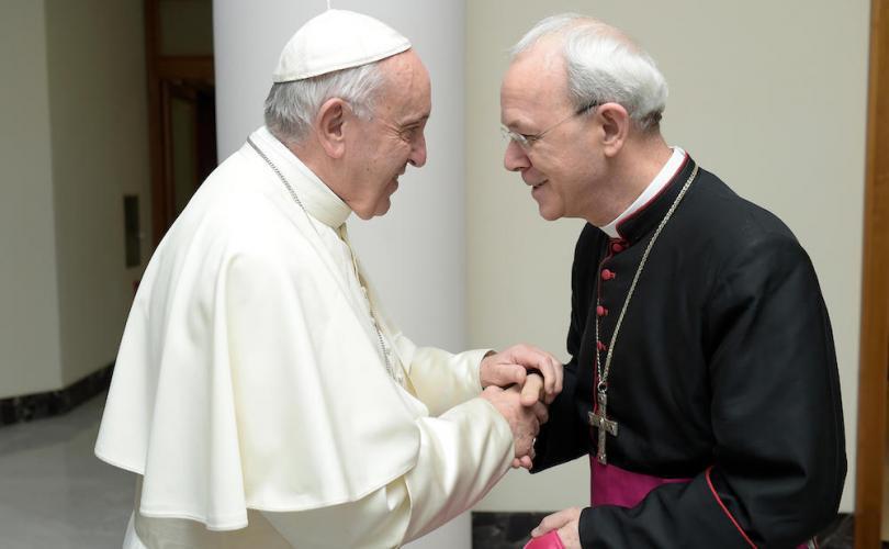 Pope Francis meets Bishop Athanasius Schneider 810 500 75 s c1