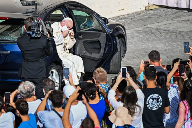francis getting ouot of car with mask