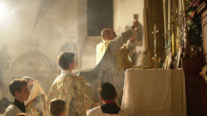 Pope's Plan to Restrict Traditional Latin Mass Backed by Two Curial Cardinals