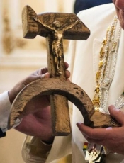 "Pope Francis Receives ""Hammer and Sickle"" Crucifix"