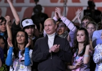 Putin meets with young people (AFP Photo)