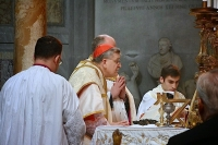 Cardinal Burke Offers Traditional Mass in Rome, Defends Traditional Teaching on Marriage